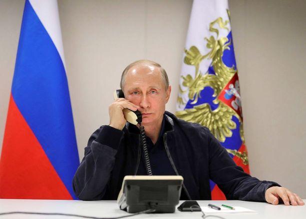 Putinin Venäjä tavoittelee suojavyöhykkeen luomista maan länsirajoille, kirjoittaa Alpo Rusi.