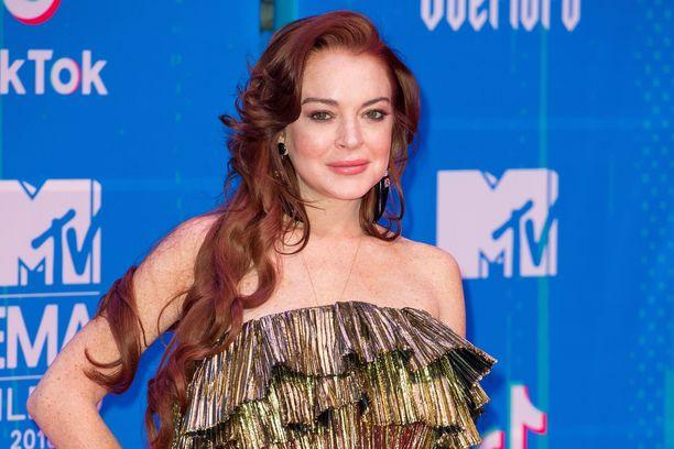 Lindsay Lohan yrittää räjäyttää internetin.