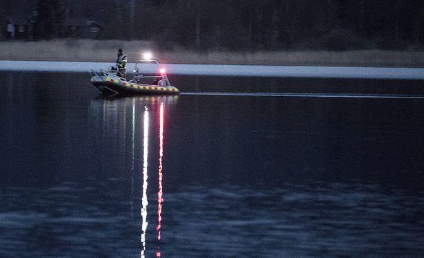Tova löytyi kuolleena maanantain ja tiistain välisenä yönä järvestä.