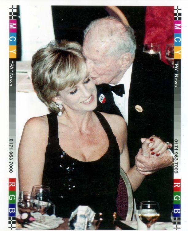 Prinsessa Diana New Yorkissa vuonna 1995 hyväntekeväisyysgaalassa.