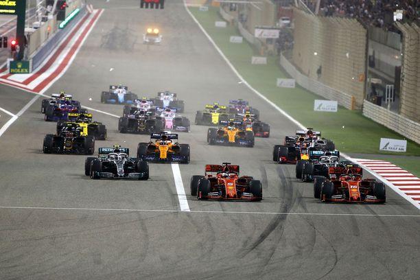 Ferrarit lähtivät eturivistä Bahrainissa ajettuun historian 999. F1-osakilpailuun.