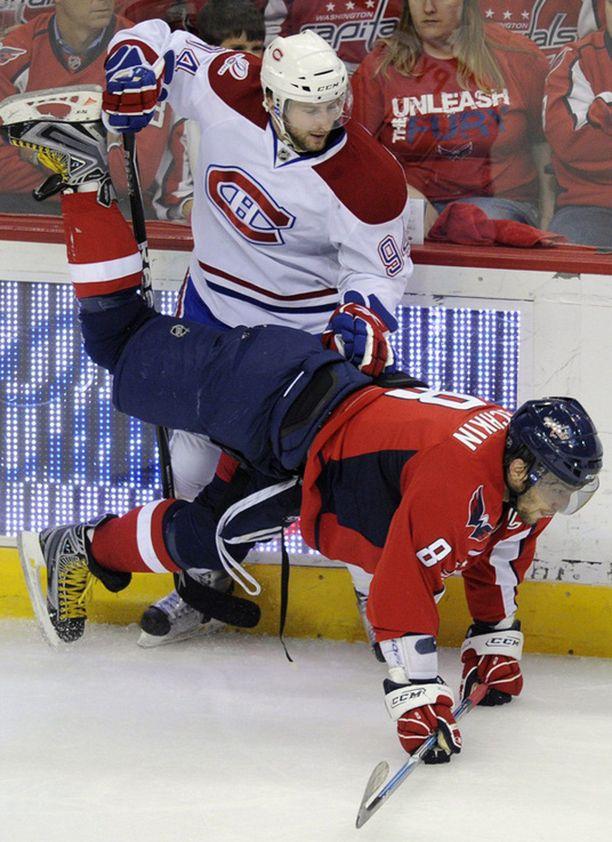 Montreal Canadiensin Tom Pyatt painoi Ovetskinin jäähän pelon kolmannen erän aikana.