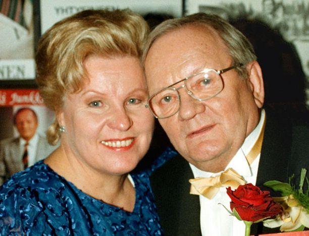 Erkki Junkkarinen yhdessä Ritva Junkkarisen kanssa juhlimassa 70-vuotispäiviään vuonna 1999.