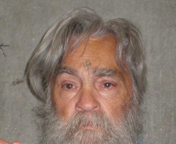Manson haki armahdusta 11 kertaa vuosien mittaan.