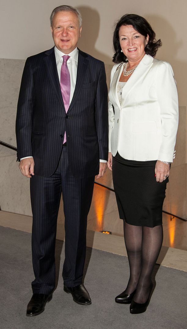 Keskiviikon Strauss-konsertissa viihtyneet Olli ja Merja Rehn kannustivat Nuoria Leijonia tiistaina Hartwall Arenalla.