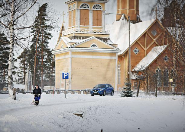 Keski-Suomessa sijaitsevalla Kivijärvellä asuu 1 100 ihmistä. Kivijärvellä oli vuonna 2015 yhtä työssäkäyvää kohti peräti 2,47 ei-työssäkäyvää henkilöä. Vastaavia pikkukuntia koronakriisi nakertaa pahiten.