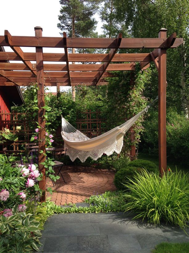 Runko kannattaa tehdä joko säätä ja kosteutta kestävästä puusta tai metallista.