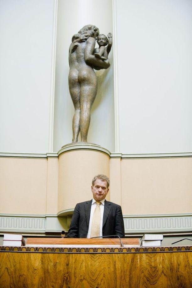 Puhemiehen tehtävät tulivat Niinistölle tutuksi vuosien 2007 ja 2011 aikana.