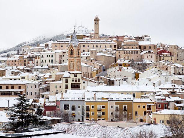 Cuencan kaupunki peittyi maanantaina lumeen.
