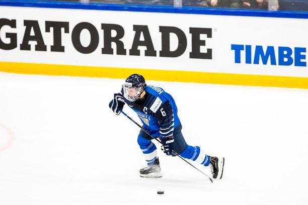 32-vuotias Jenni Hiirikoski on edustanut Suomea kaksissatoista MM-kisoissa. Takana on myös kolmet olympialaiset.