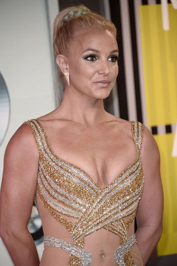 Britney Spears aloitti uransa jo teini-ikäisenä megahitillä ...Baby One More Time.