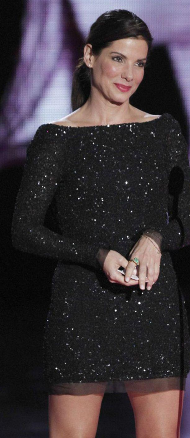 Sandra Bullock aikoo sittenkin harkita vielä suhdettaan petturimieheensä.