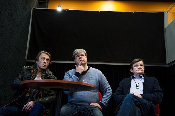 Ilkka Heiskanen ja Heikki Kinnunen näyttelevät Sakari Kirjavaisen ohjauksessa Arvoituksellisia muunnelmia -näytelmässä.
