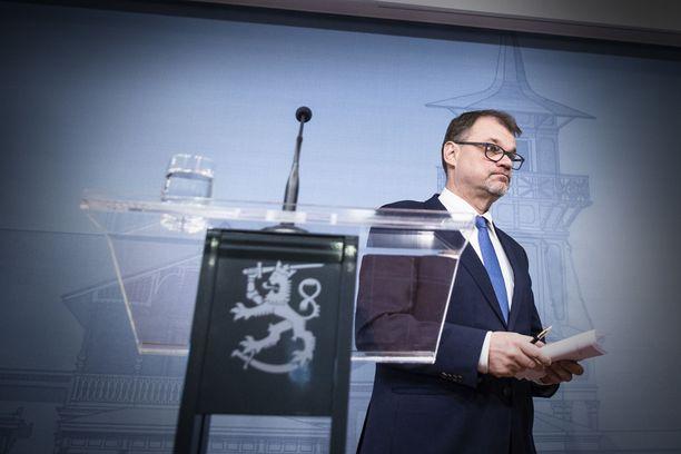 Pääministeri Sipilä kertoi perjantaina hallituksensa erosta tiedotustilaisuudessa Kesärannassa,