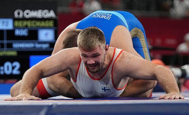 Sergei Semenov jyräsi Elias Kuosmasen keräilyerissä.