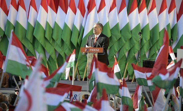 Fidesz-puolueen puheenjohtaja, pääministeri Viktor Orbán puhui kannattajilleen vaalitilaisuudessa perjantaina Szekesfehervarin kaupungissa.