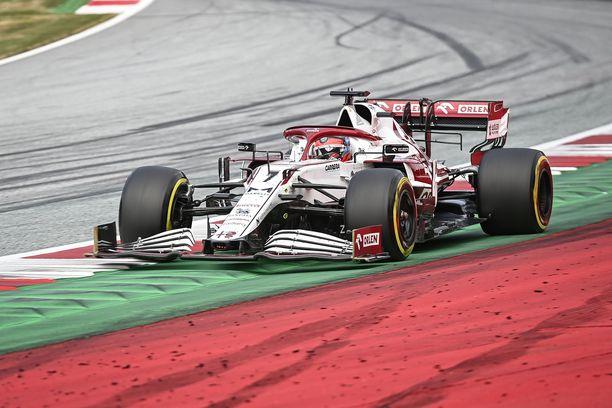 Kimi Räikkönen ajaa tälläkin kaudella Alfa Romeo -tallissa.