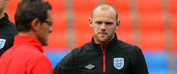 Fabio Capello luottaa Wayne Rooneyyn kentällä.