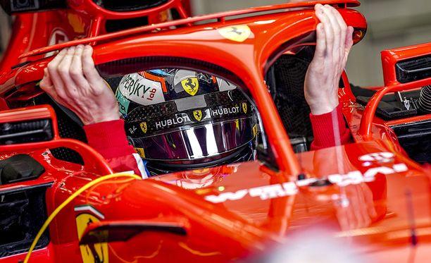 Kimi Räikkönen oli nopein Bahrainin vapaissa harjoituksissa lauantaina.