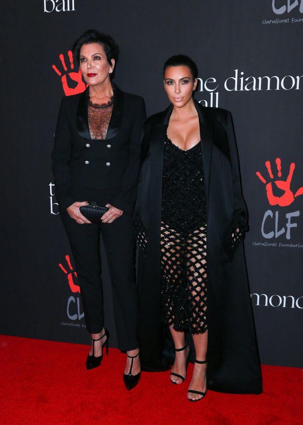 Manageriäiti Kris Jenner on onnistunut luomaan perheellään suurimman omaisuuden. Kim Kardashian on tyttäristä varakkain.