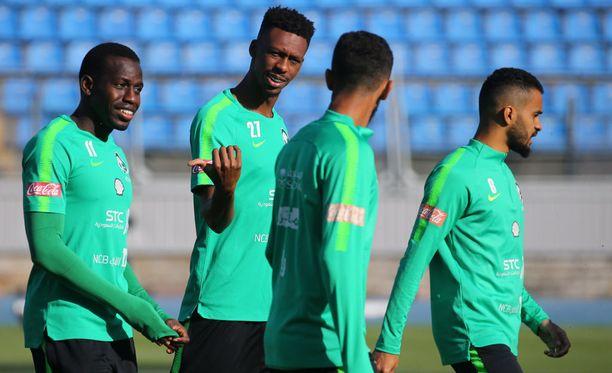 Saudi-Arabian pelaajat valmistautuvat parhaillaan MM-kisojen avausotteluun, jossa tulee vastaan kisaisäntä Venäjä.