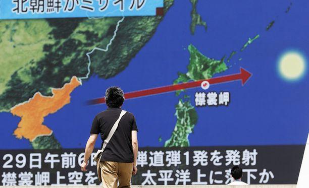 Pohjois-Korean Japanin yli laukaisemaa ohjusta seurattiin tarkkaan uutislähetyksissä Japanissa. Pohjois-Korean mukaan ohjus ei aiheuttanut turvallisuusriskiä sen naapurimaille.