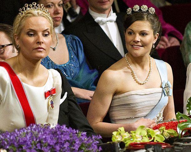 Victoria paljasti treenatut käsivartensa huhtikuussa kuningatar Margaretan syntymäpäivien juhlallisuuksissa.