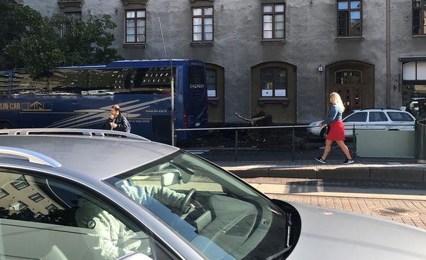Liikennevirasto kertoo, että liikenne ruuhkautuu onnettomuuspaikalla.