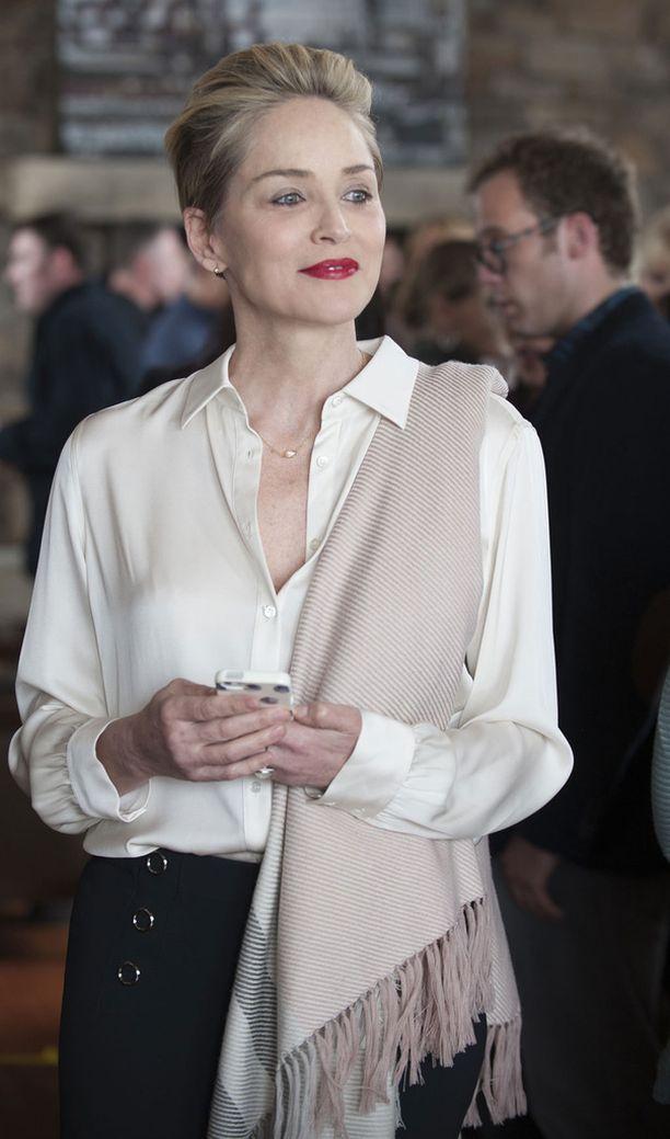 HBO Nordicin uudessa minisarjassa Stone esittää menestynyttä kirjailija-kuvittajaa.