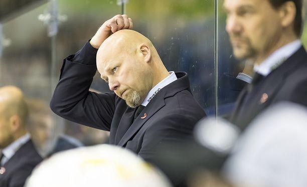 Marko Virtanen näki korkean mailan - ja niin näki otteluvalvojakin.