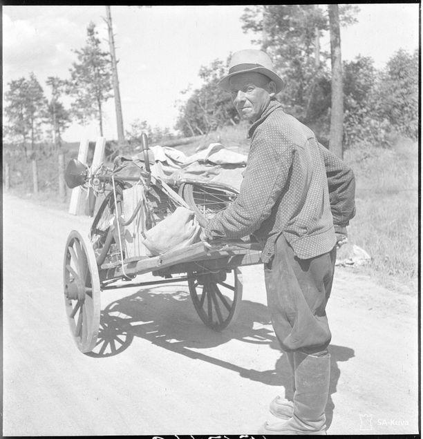 TK-kuvaajan kuvatekstin mukaan viimeinen VIipurin siviiliasukas poistumassa kaupungista 20. kesäkuuta.