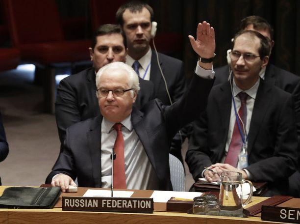 Venäjän YK-suurlähettiläs Vitali Tshurkin äänestämässä tulitauosta Syyriassa YK:n päämajassa joulukuussa.