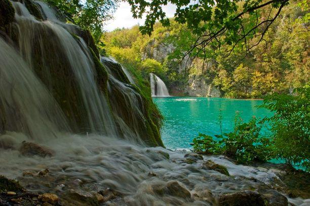 Plitvicen kansallispuisto on Kroatian kuuluisimpia nähtävyyksiä.
