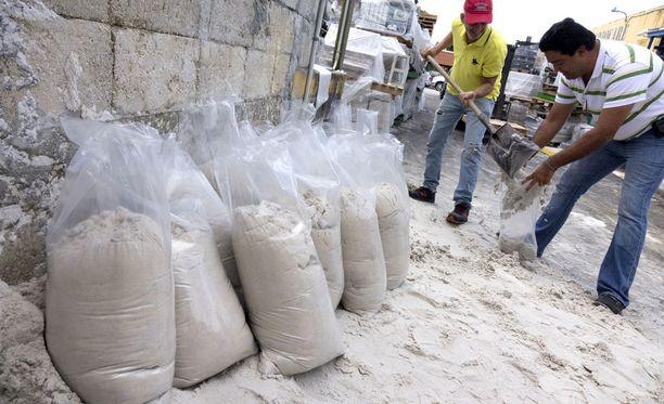 Miamin asukkaat valmistautuivat hurrikaaniin jo keskiviikkona.