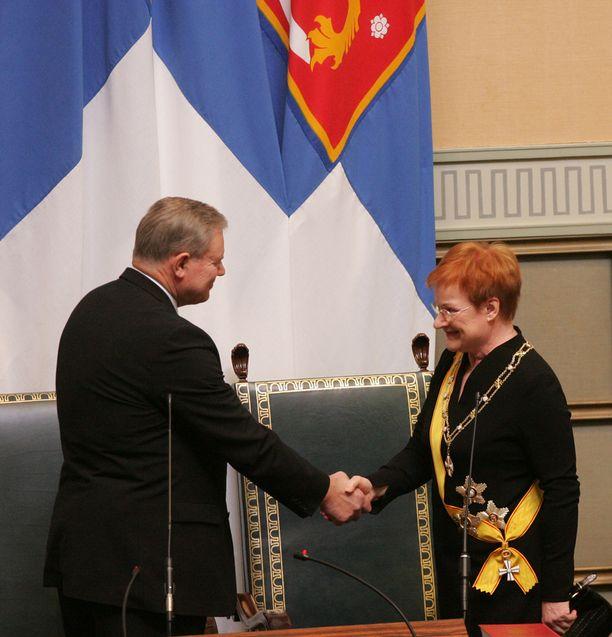 Presidentin virkaanastujaiset 1. maaliskuuta 2006. Puhemise Lipponen oli jo vuotta aiemmin ilmoittanut päättävänsä poliittisen uransa vuoden 2007 eduskuntavaaleihin.