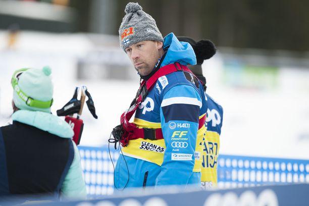 Maajoukkuevalmentaja Mikko Virtasen (kuvassa) viesti hämmensi Ari Luusuaa.