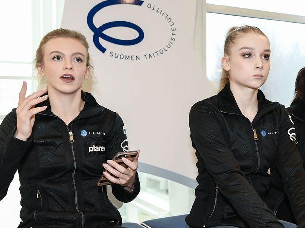 Emmi Peltonen ja Viveca Lindfors kohtaavat samalla jäällä ensi kertaa tällä kaudella.
