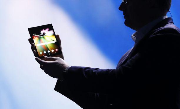 Samsung vilautti tulevaa puhelintaan tapahtumassaan.