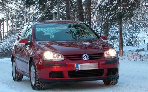 Käytetyn VW Golfin jakoketju hajosi yllättäen kaupanteon jälkeen: Vain osa vahingosta luvattiin korvata