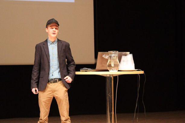 Tiitus oli huhtikuussa mukana Nuori yrittäjä -seminaarissa Warkaus-salissa.
