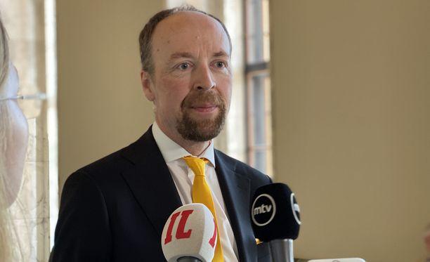 Perussuomalaisten puheenjohtaja Jussi Halla-aho on suhtautunut kielteisesti siihen, että Suomi hyväksyi EU:n elvytyspaketin.