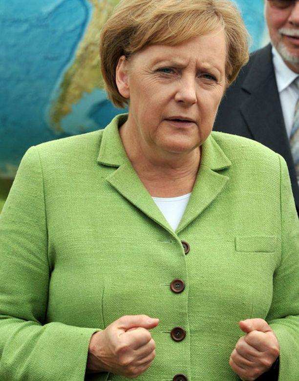 Merkel on aiemminkin kehottanut Venäjää selvittämään ihmisoikeusaktivistiensa murhat.