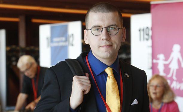 Sebastian Tynkkynen nousi perussuomalaisten puoluejohtoon viime kesänä.