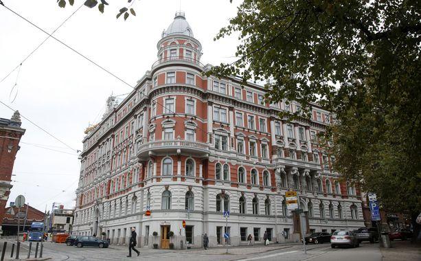 Hotellitoiminnan kaltaista majoitustoimintaa pyöritetään komeassa vuonna 1889 valmistuneessa uusrenessanssityylisessä talossa. Huoneistot ovat vain parin minuutin kävelymatkan päässä Helsingin ydinkeskustasta.