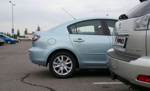 Yleisin syy törmäykseen: peruutetaan ruudusta päin ohi ajavaa autoa.