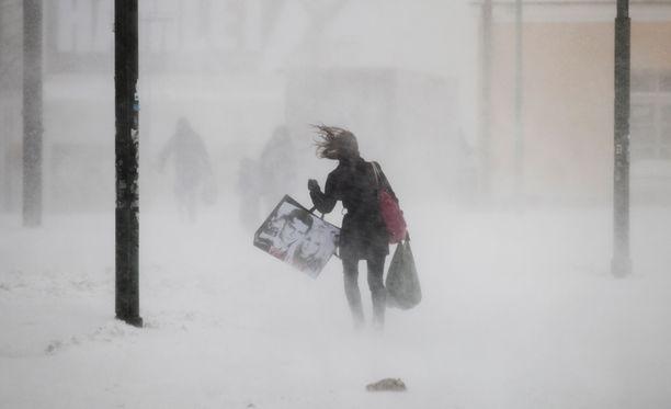 Ilmatieteen laitoksen mukaan kyseessä lienee tämän talven toistaiseksi kovin myrsky, mutta Suomen säähistoriaan sen lukemat eivät yllä.