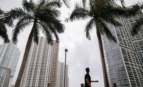 Irman ei enää odoteta nousevan toiseksi vahvimpaan myrskyluokkaan.