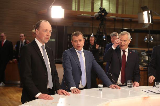 Kolme suurinta puoluetta, SDP, perussuomalaiset ja kokoomus, mahtuvat 0,7 prosenttiyksikön sisään. SDP sai 40 paikkaa, perussuomalaiset 39 paikkaa ja kokoomus 38 paikkaa.