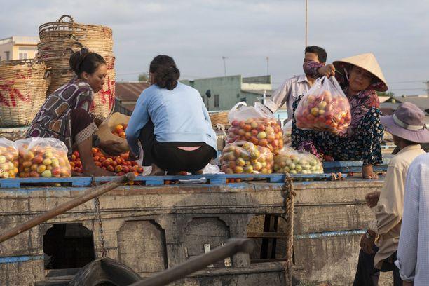 Vietnamissa kannattaa tutustua kelluviin markkinoihin.