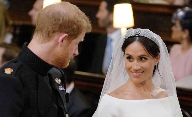 Prinssi Harry ja Meghan Markle säteilevinä hääpäivänään. Pari vihittiin Windsorin linnan Pyhän Yrjön kappelissa.